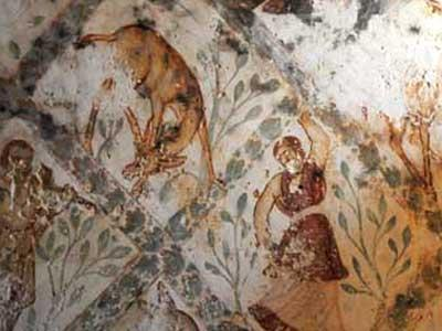 The mural paintings represent hunting and dancing scenes